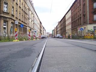 Bildinhalt: Aufteilung des Straßenraumes muss sich an städtebaulichen Zielen orientieren | Im Leutzscher Teil der GSS ist noch viel zu tun / Foto: Enrico Engelhardt
