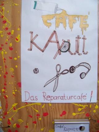 Bildinhalt: Kids sprühen bei Workshop im Café | Das Café Kaputt lädt zum Workshop ein / Foto: Enrico Engelhardt