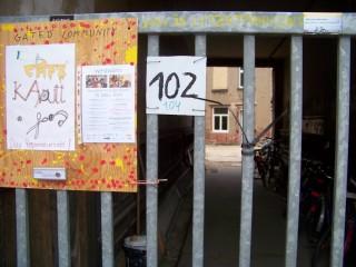 Bildinhalt:  Lindenau: Kinder gestalten ihr Café Kaputt  | Eingang zum Café Kaputt in der Merseburger Str. 102 / Foto: Enrico Engelhardt