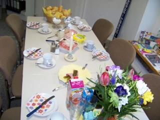 Bildinhalt: Drittes Bürgerfrühstück am 16. 04. 2014 im Stadtteilladen Leutzsch | So sah die Tafel zum zweiten Bürgerfrühstück aus / Foto: Enrico Engelhardt
