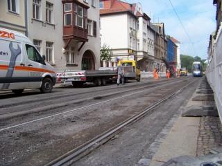 Bildinhalt: Am 19. Mai: Einschränkungen für Kfz-Verkehr wegen Gleisbauarbeiten in der Georg-Schwarz-Straße | Die Gleise in einem Leutzscher Teil der GSS werden ausgebessert / Foto: Enrico Engelhardt