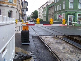 Bildinhalt: Ersatzbusse für Tram 7 im Einsatz wegen Gleisbau Georg-Schwarz-Straße   In der Georg-Schwarz-Straße wird am Wochenende an den Gleisen gebaut / Foto: Enrico Engelhardt