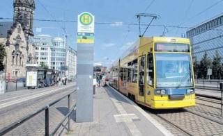 Bildinhalt: Barrierefreie Haltestellen: LVB und Stadt müssen bis 2022 liefern    Bis 2022 müssen alle Haltestellen behindertengerecht ausgebaut sein. / Foto: André Kempner