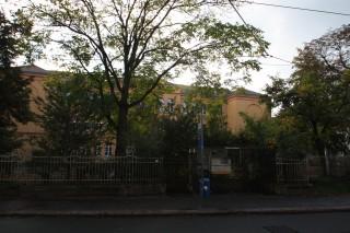 57. Oberschule - Hof-Umbau startet im November  | Haltestellenbereich an der 57. Oberschule / Foto: Enrico Engelhardt