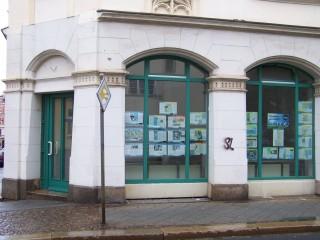 Bildinhalt: Ausstellung zur Georg-Schwarz-Straße in Leutzscher Schaufenstern | In den Schaufenstern der GSS 114 ist die Ausstellung zu sehen / Foto: Enrico Engelhardt