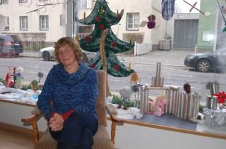 Bildinhalt: Tüpfelhausen wird zur Töpferwerkstatt | Petra Lippold-Kropp wartet auf kleine und große TöpferInnen / Foto: Enrico Engelhardt