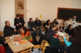 Volles Haus zum multikulturellen Begegnungscafé in der GSS 31 | Foto: Roman Grabolle