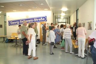 Bildinhalt: Vernissage zur Tafel- und Fotoausstellung zur Geschichte der Georg-Schwarz-Straße |