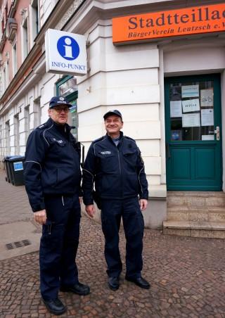 Bürgerpolizei rät: keine Taschen im Auto lassen | Bürgerpolizisten Jens Löbner und Bernd Kupke