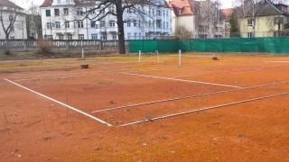 Bildinhalt: Sponsorenlauf für Tennisplätze in Lindenau | Tennisanlage vor der Sanierung