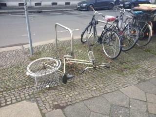 Bildinhalt: Herrenlose Räder im Stadtraum- Stadtordnungsdienst   