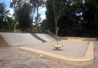Neu gestaltete Spielfläche am Wasserschloss freigegeben |