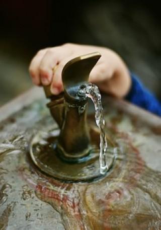 Bildinhalt: Trinkwasserbrunnen auf dem Lindenauer Markt? |