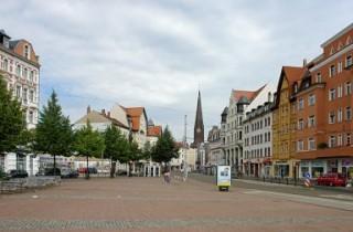 Bildinhalt: Vorbereitung zur Infoveranstaltung Lindenauer Markt-Studie | Foto: Roland Beer