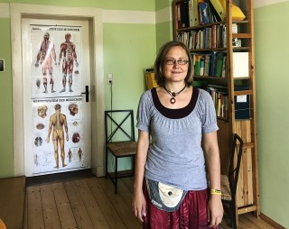Bildinhalt: Zeit in Räumen- neues Angebot in Leutzsch | Susanne Mareck in ihrem Gesundheitsraum