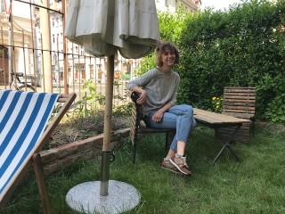 Wiederöffnung der Gastro- und Barbetriebe in der Georg-Schwarz-Straße | Inhaberin des S1, Sophia Kaufmann, auf dem Freisitz